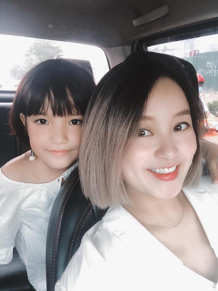 Được nhìn thấy hai cô con gái lớn khôn chính là may mắn lớn nhất đối với Mi Vân.