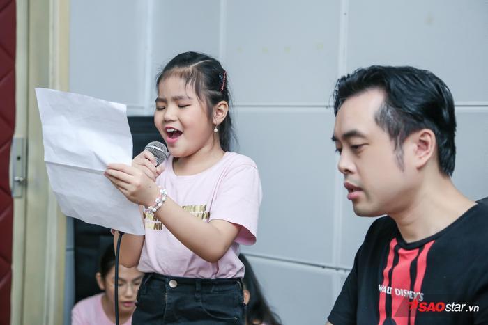 Linh Đan  Minh Hằng  Quỳnh Anh hăng say luyện tập cho vòng Loại trực tiếp Giọng hát Việt nhí 2019 ảnh 2