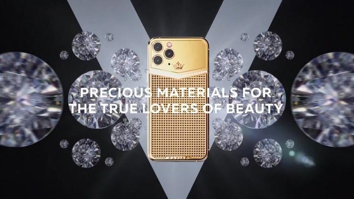 Bộ sưu tập này được Caviar gọi là Victory và có các thiết kế thủ công khác nhau cho cả iPhone 11 Pro vàiPhone 11 Pro Max, với mặt lưng được chế tác lại, loại bỏ cấu trúc camera hình vuông, thân máy chống sốc và màn hình được bảo vệ kỹ lưỡng.