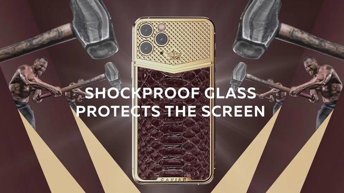 """Mới đây, nhà chế tác điện thoại xa xỉ này vừa tung ra phiên bản iPhone 11 Pro đặc biệt với chất liệu xa xỉ và thay đổi thiết kế """"lồi"""" trên cụm camera 3 ống kính."""