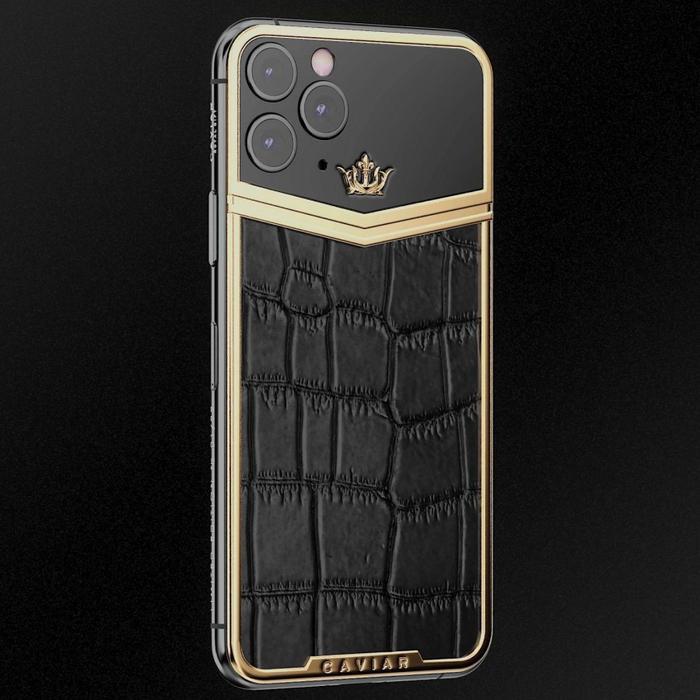 Còn nếu có khả năng chi tới gần 13.000 USD (hơn 302 triệu đồng), bạn sẽ rinh về chiếc iPhone 11 ProVictory vớimặt sau được bọc bằng da cá sấu kết hợp giữa tông màu đen và vàng.
