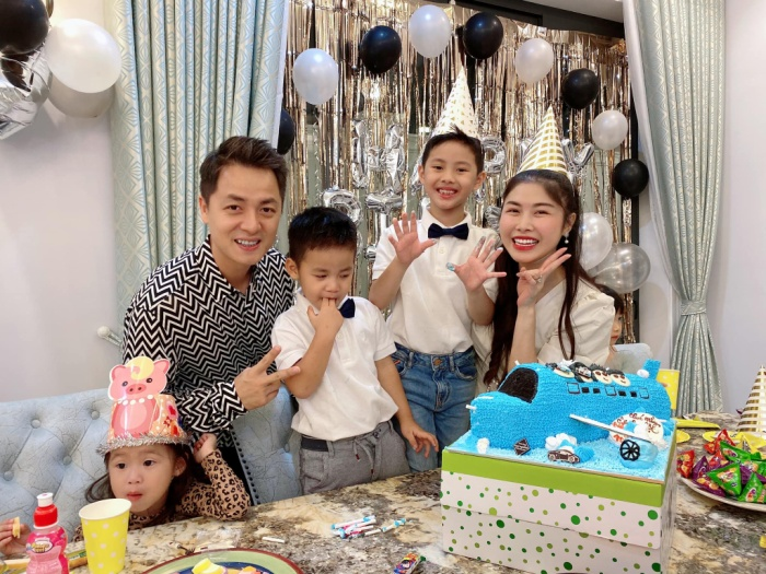 Những khoảnh khắc đáng yêu của hai bé trong bữa tiệc sinh nhật đã nhận được hàng ngàn lượt yêu thích trên mạng xã hội