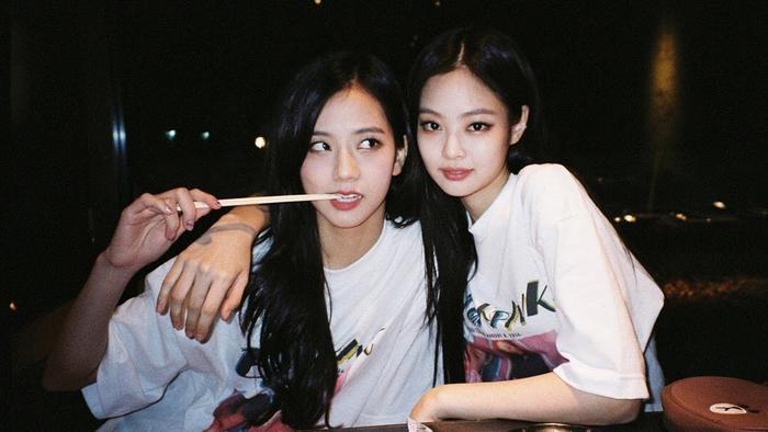 Fan cho rằng Jisoo xứng đáng được công ty push như Jennie.