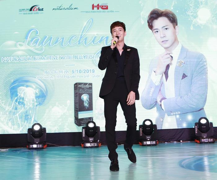 Lễ ra mắt sản phẩm Kem mắt Naturalium và sự tham gia của ca sĩ Ngô Kiến Huy.