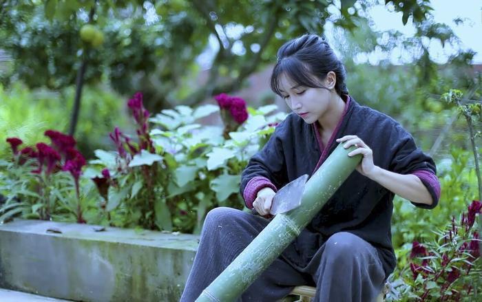 Ngoài làm vlog, Lý Tử Thất còn thành lập thương hiệu mang tên mình để kinh doanh nông sản.