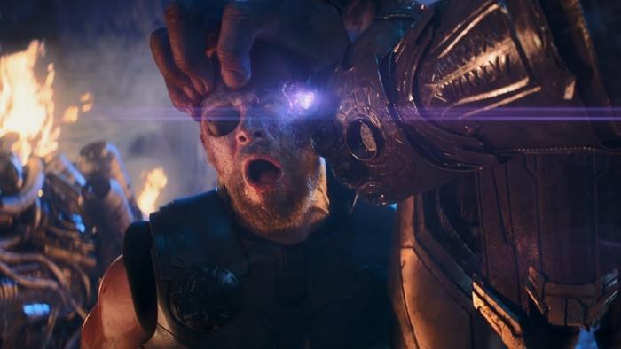 Thor chứng kiến những người thân yêu nhất lần lượt chết dưới tay Thanos.