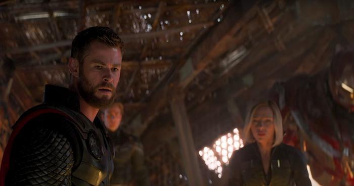 Cuối cùng Thor cũng chém bay đầu Thanos, nhưng mọi chuyện đã quá trễ.