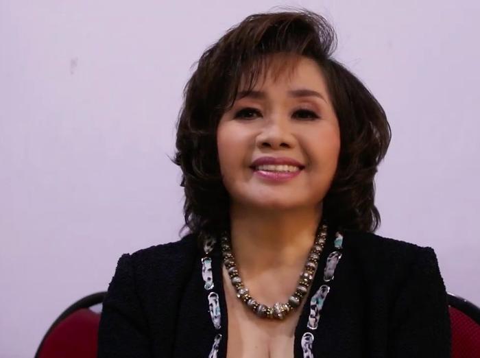 Nghệ sĩ Xuân Hương tươi tắn xuất hiện trong buổi ghi hình chương trình 60 phút rực rỡ tháng 10.