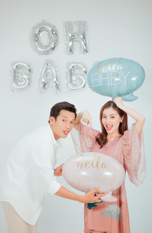 Khi em bé gần tròn 4 tháng và thai nhi phát triển khỏe mạnh, Linh Phi mới thông báo với khán giả
