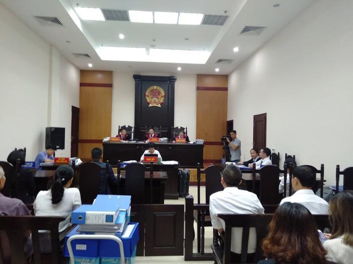 HĐXX tuyên hoãn phiên xử do vắng mặt Công ty Tuần Châu Hà Nội.