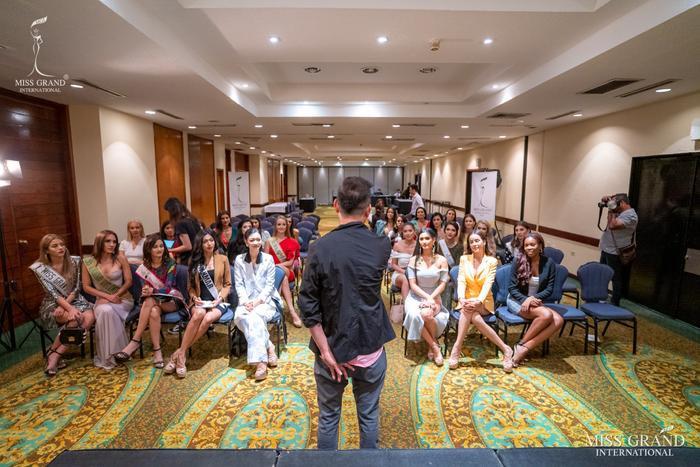 Kiều Loan ngồi hàng đầu, đọ sắc đối thủ với Thái Lan, thân thiết chủ tịch Miss Grand Int ảnh 0