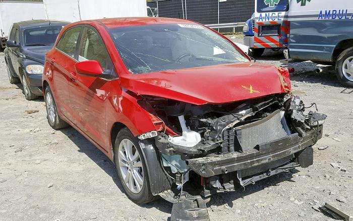 Đứng thứ 3 danh sách những mẫu xe hay va quẹt nhất tại Mỹlà Hyundai Elantra GT. (Ảnh: AutoBidMaster)