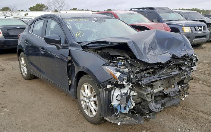 Mazda3 cũng nằm trong danh sách những mẫu xe hay va quẹt nhất tại Mỹ này. (Ảnh: CCaCar)