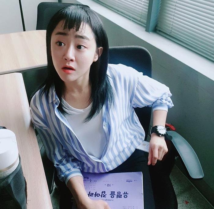 Khi ngôi sao hàng đầu Moon Geun Young nằm ngủ dưới nền đất tại ga tàu địa ngầm ảnh 9