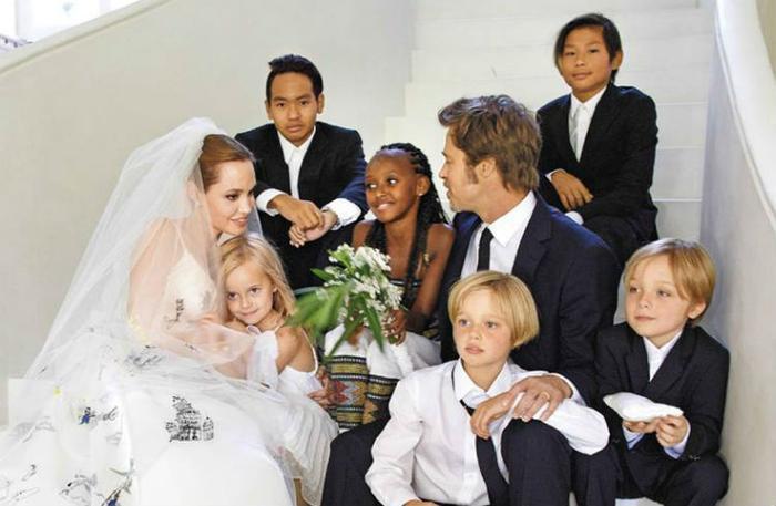 Lâu đài bên trong điền trang này cũng là nơi cặp sao đình đám Hollywood tổ chức đám cưới giản dị bên các con vào năm 2014