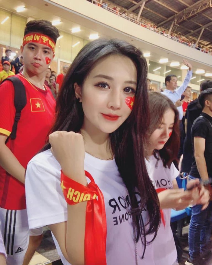 Cận cảnh nhan sắc nóng bỏng của hot girl gây sốt ở Mỹ Đình