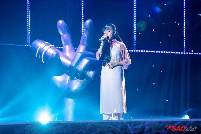 Quỳnh Anh hát sở trường Bolero Đêm mưa nhớ mẹ gây xúc động mạnh, HLV Lưu Thiên Hương đặc biệt khen ngợi ảnh 0