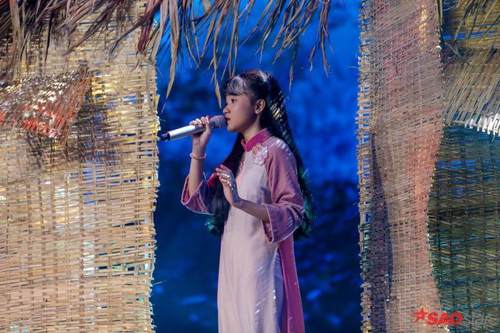 Quỳnh Anh hát sở trường Bolero Đêm mưa nhớ mẹ gây xúc động mạnh, HLV Lưu Thiên Hương đặc biệt khen ngợi ảnh 2