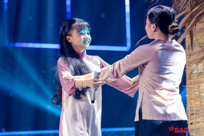 Quỳnh Anh hát sở trường Bolero Đêm mưa nhớ mẹ gây xúc động mạnh, HLV Lưu Thiên Hương đặc biệt khen ngợi ảnh 1