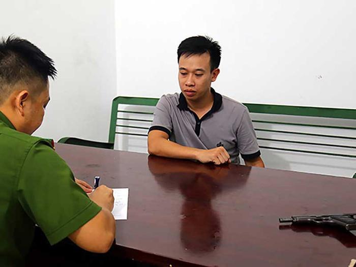 Đinh Thanh Tùng bị bắt giữ khi đang lẩn trốn tại huyện Thủy Nguyên, Hải Phòng. Ảnh: báo Pháp Luật TP.HCM