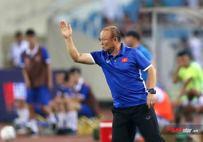 HLV Park Hang Seo cho biết Việt Nam tập sân bãi không tốt, di chuyển quãng đường xa.