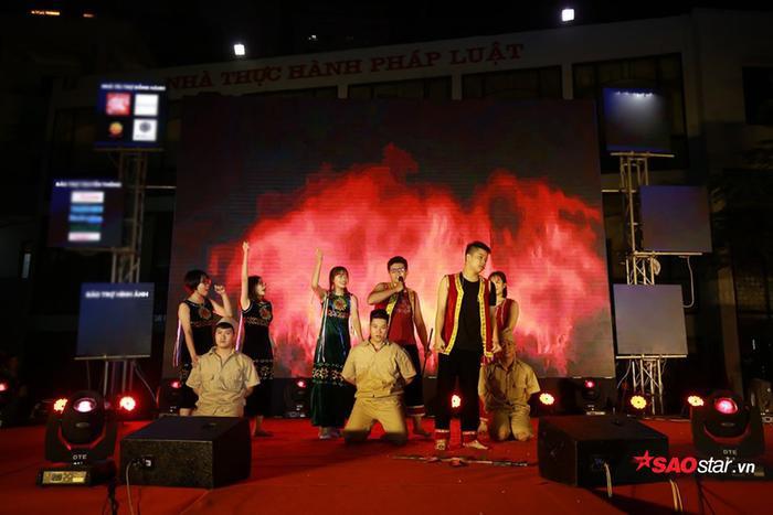 Chương trình chào tân sinh viên là một chương trình thường niên do Hội Sinh viên Trường đại học Luật Hà Nội tổ chức, là hoạt động thường niên, phổ biến đối với toàn thể sinh viên Trường đại học Luật Hà Nội.