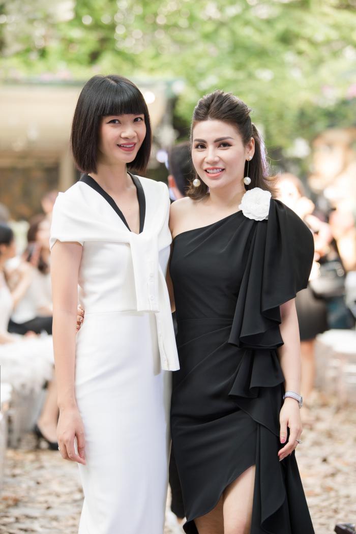 Siêu mẫu Hạ Vy và diễn viên Quỳnh Hoa thân thiết cùng nhau.