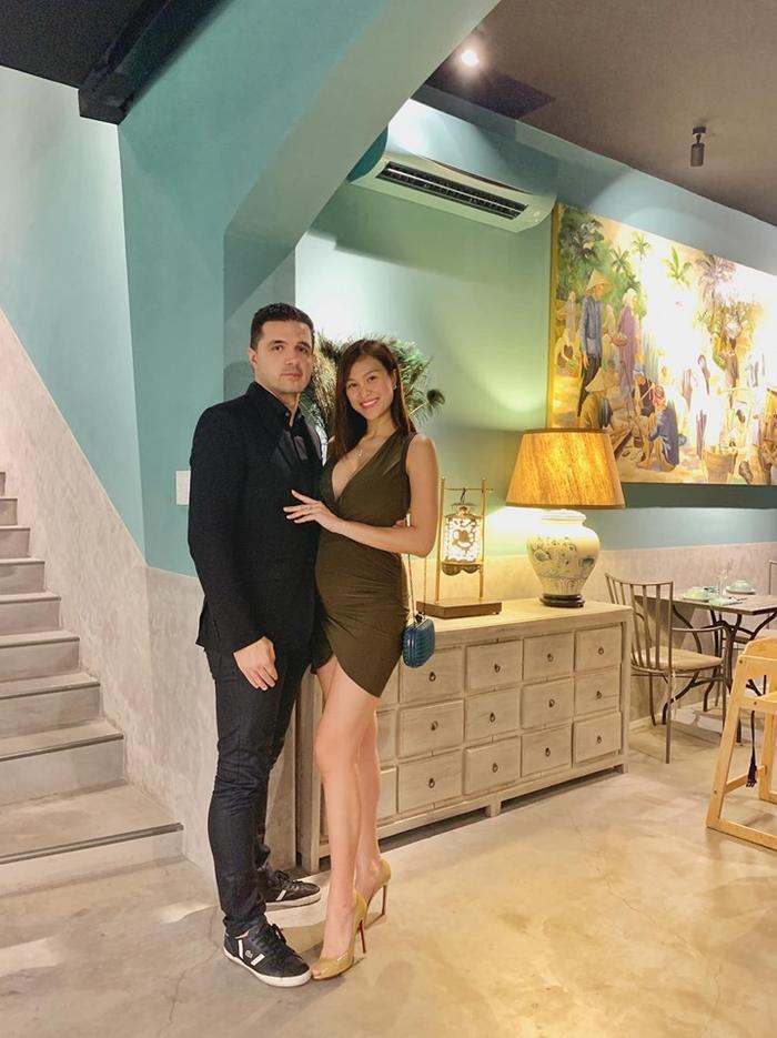 Phương Mai tổ chức đám cưới với ông xã ngoại quốc vào tháng 6 vừa qua tại Hà Nội. Đến nay cuộc sống hôn nhânngọt ngào của nữ siêu mẫu vẫn thường xuyên khiến nhiều người không khỏi xuýt xoa ghen tỵ.