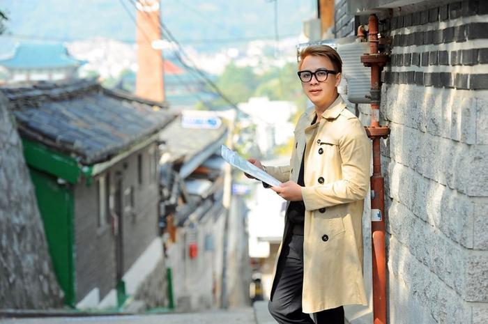 NTK Văn Thành Công hoàn toàn lên án việc mặc áo dài theo cách này của nữ ca sĩ.