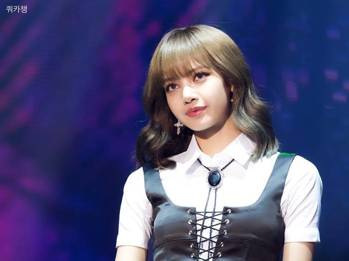 Cô nàng Lisalà nghệ sĩ KPop có vị trí cao nhất trong dàn tài khoản của các nghệ sĩ Hàn