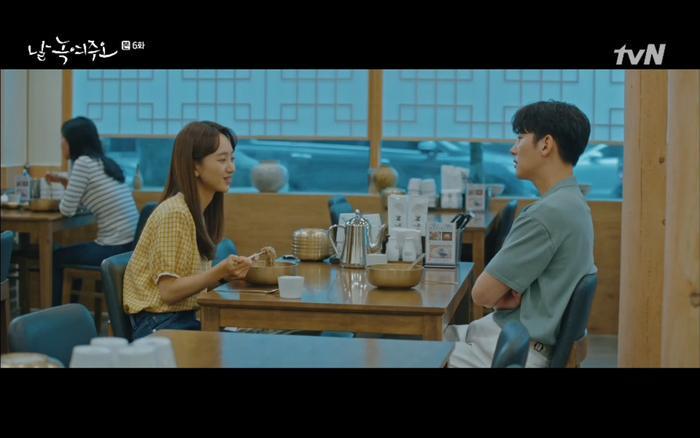 Dong Chan luôn có mặt trong mọi tình huống mà Mi Ran trải qua.