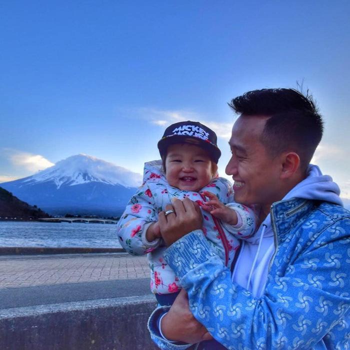 MC Ngọc Huy và đứa con đáng yêu của mình.