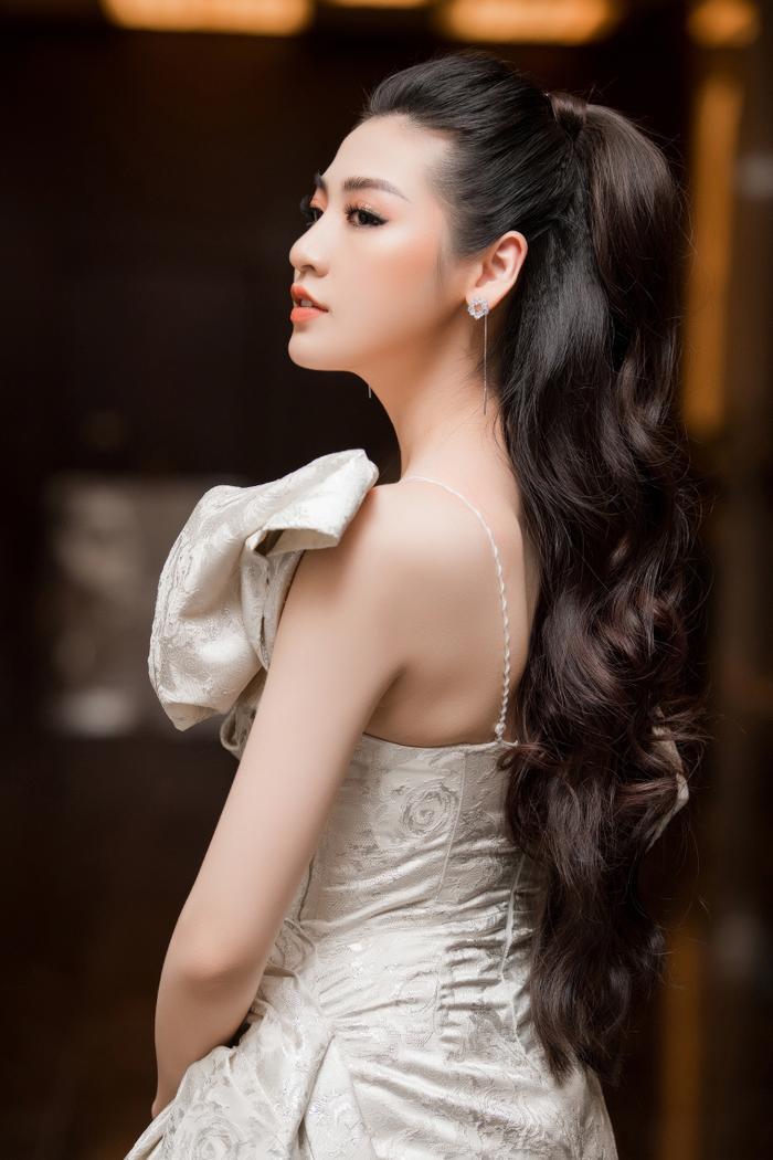 Góc nghiêng hoàn hảo của người đẹp khiến không ít người trầm trồ