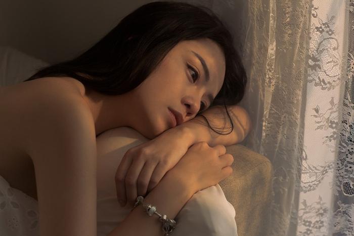 Cùng mang bệnh trầm cảm như Sulli, Thái Trinh chia sẻ: Đừng đợi thiên hạ, hãy tự cứu lấy mình ảnh 0