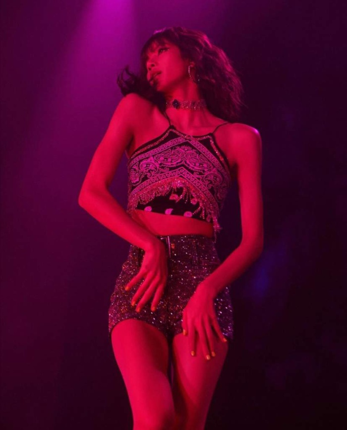 Thần thái cực đỉnh của Lisa trên các sân khấu âm nhạc.