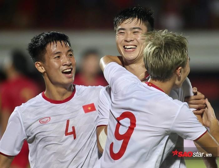 Duy Mạnh là người mở màn cho chiến thắng 3-1 của đội tuyển Việt Nam.