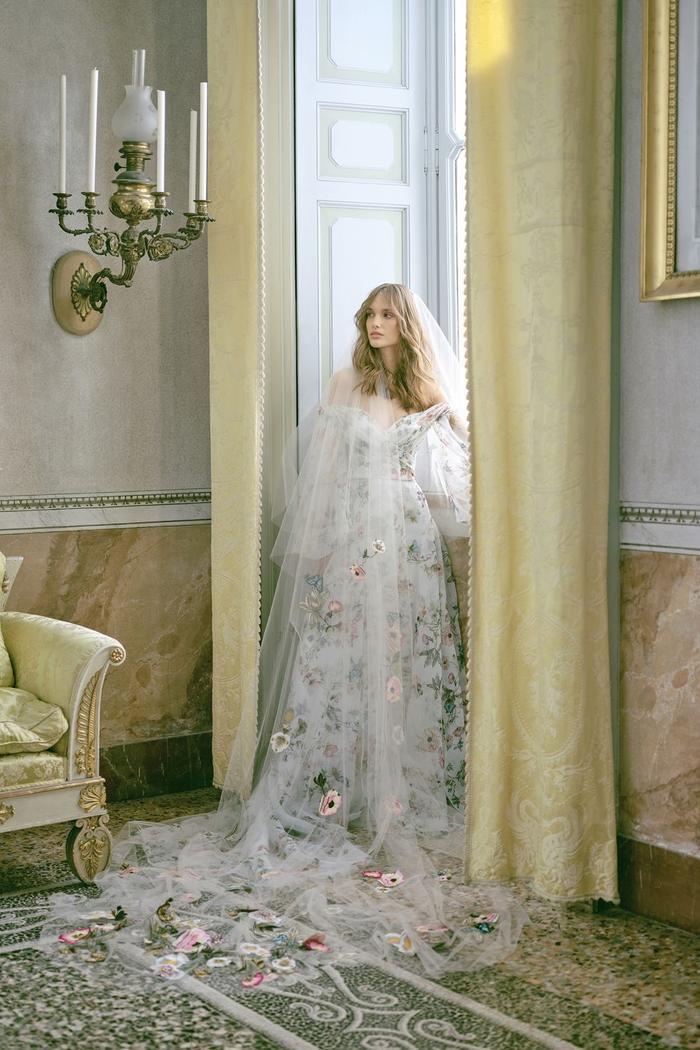 những mẫu váy cưới đẹp nhất trên sàn catwalk thu đông 2019, ai ngắm cũng mơ làm cô dâu ảnh 6