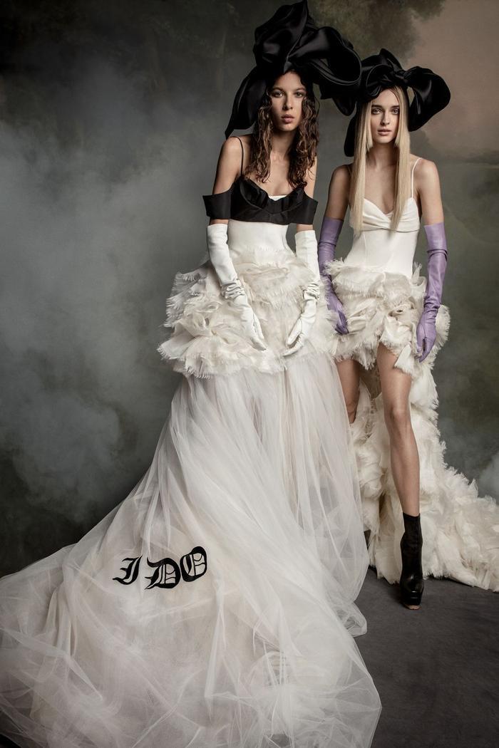 những mẫu váy cưới đẹp nhất trên sàn catwalk thu đông 2019, ai ngắm cũng mơ làm cô dâu ảnh 1
