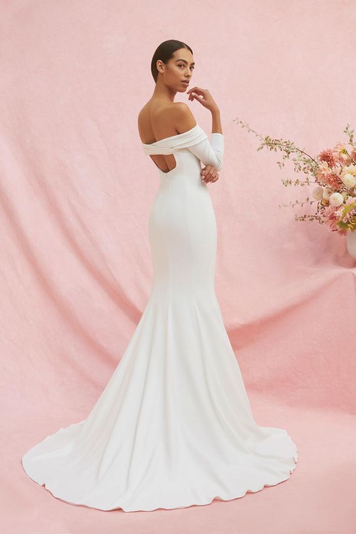những mẫu váy cưới đẹp nhất trên sàn catwalk thu đông 2019, ai ngắm cũng mơ làm cô dâu ảnh 21