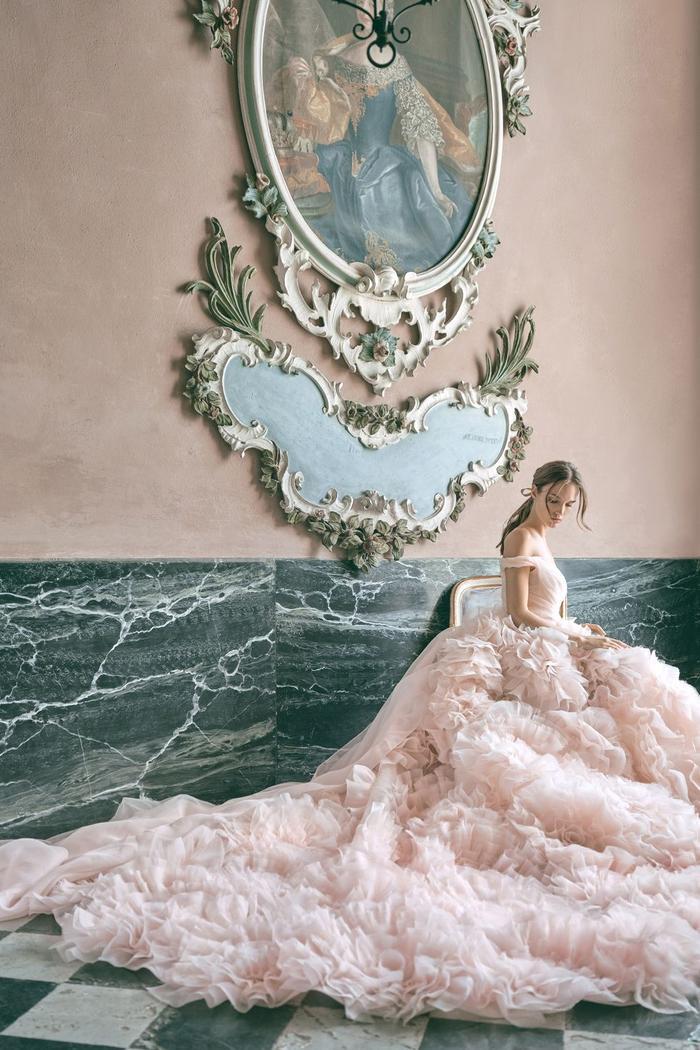 những mẫu váy cưới đẹp nhất trên sàn catwalk thu đông 2019, ai ngắm cũng mơ làm cô dâu ảnh 7