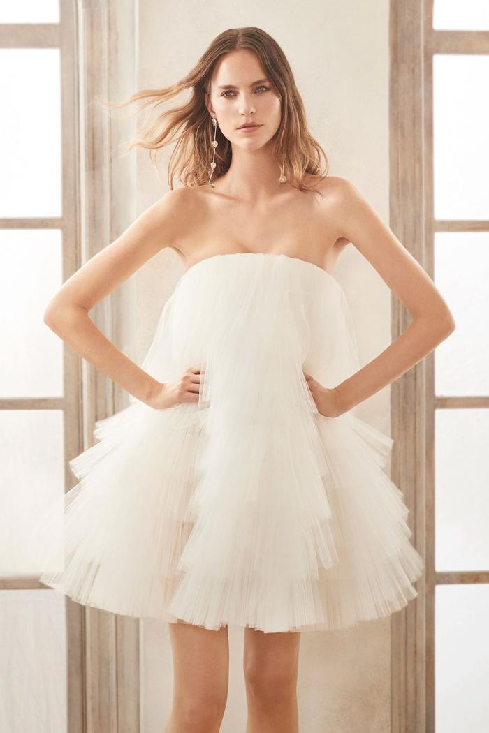 những mẫu váy cưới đẹp nhất trên sàn catwalk thu đông 2019, ai ngắm cũng mơ làm cô dâu ảnh 11