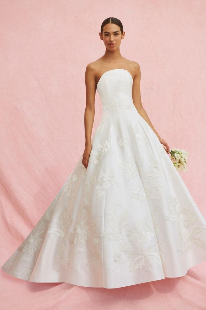 những mẫu váy cưới đẹp nhất trên sàn catwalk thu đông 2019, ai ngắm cũng mơ làm cô dâu ảnh 23