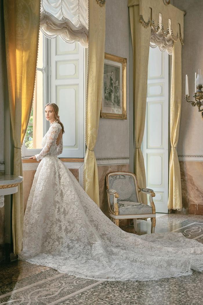những mẫu váy cưới đẹp nhất trên sàn catwalk thu đông 2019, ai ngắm cũng mơ làm cô dâu ảnh 8