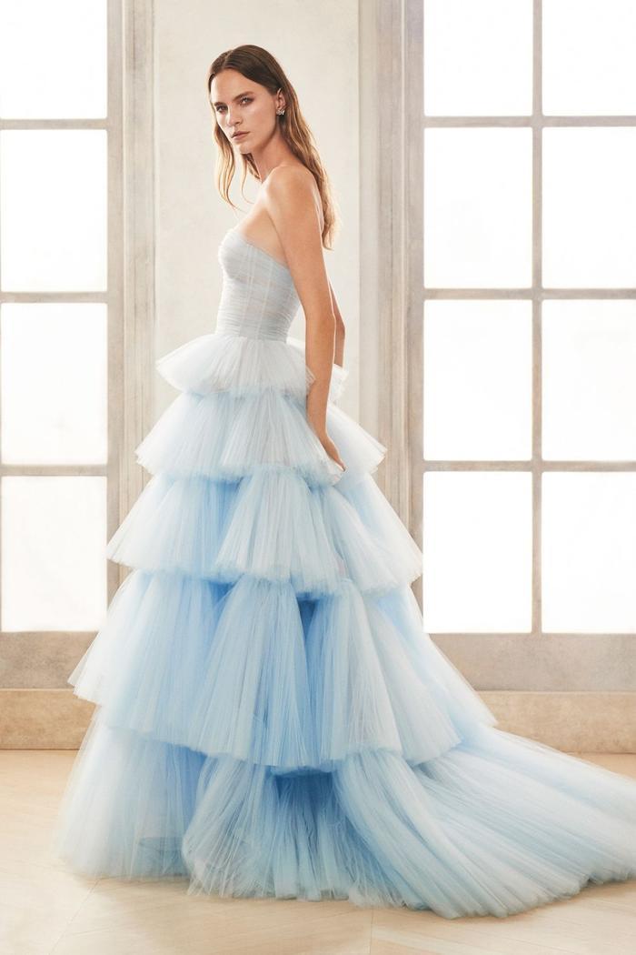 những mẫu váy cưới đẹp nhất trên sàn catwalk thu đông 2019, ai ngắm cũng mơ làm cô dâu ảnh 12
