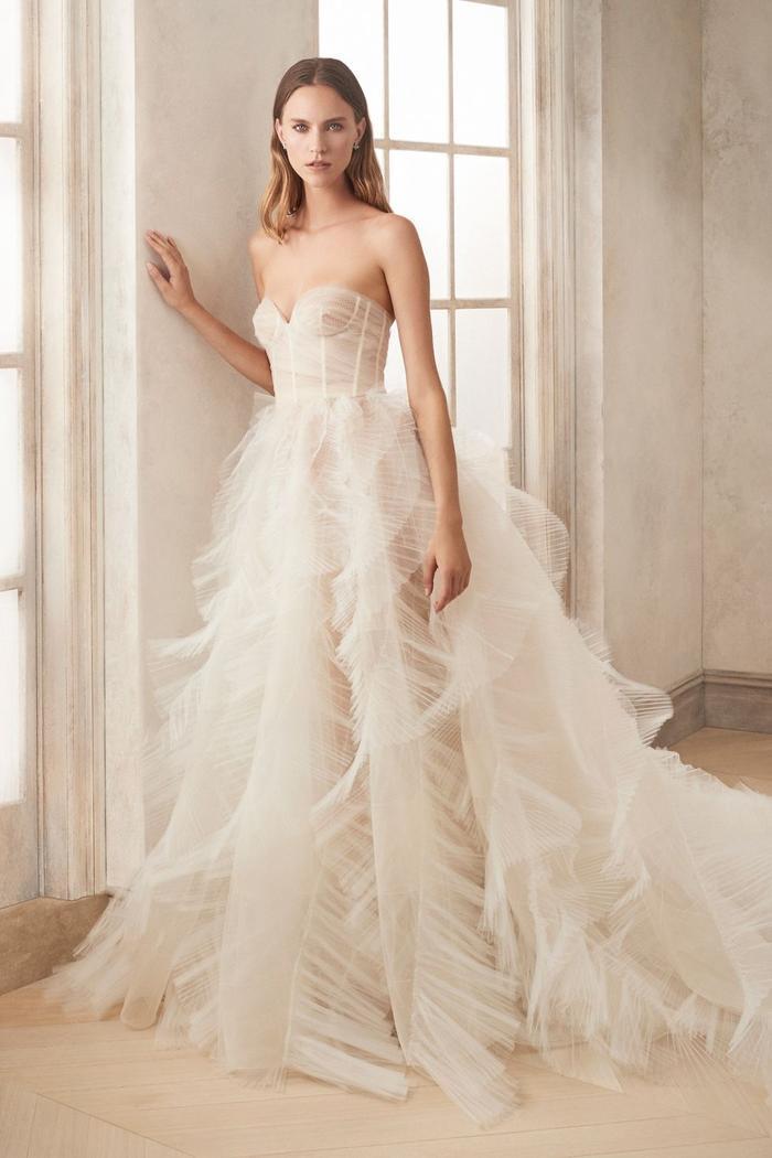 những mẫu váy cưới đẹp nhất trên sàn catwalk thu đông 2019, ai ngắm cũng mơ làm cô dâu ảnh 13