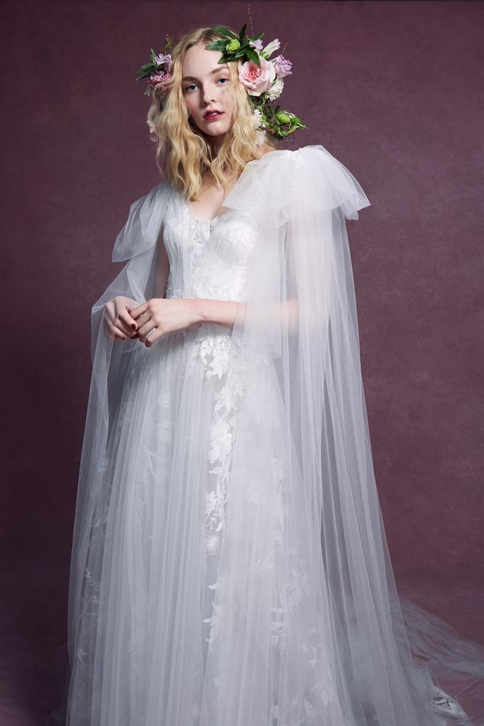 những mẫu váy cưới đẹp nhất trên sàn catwalk thu đông 2019, ai ngắm cũng mơ làm cô dâu ảnh 18