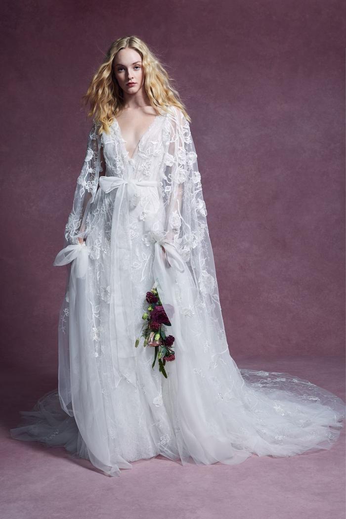 những mẫu váy cưới đẹp nhất trên sàn catwalk thu đông 2019, ai ngắm cũng mơ làm cô dâu ảnh 15