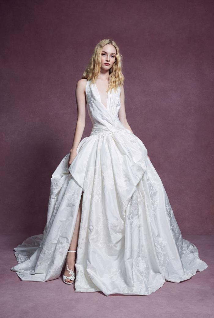 những mẫu váy cưới đẹp nhất trên sàn catwalk thu đông 2019, ai ngắm cũng mơ làm cô dâu ảnh 16