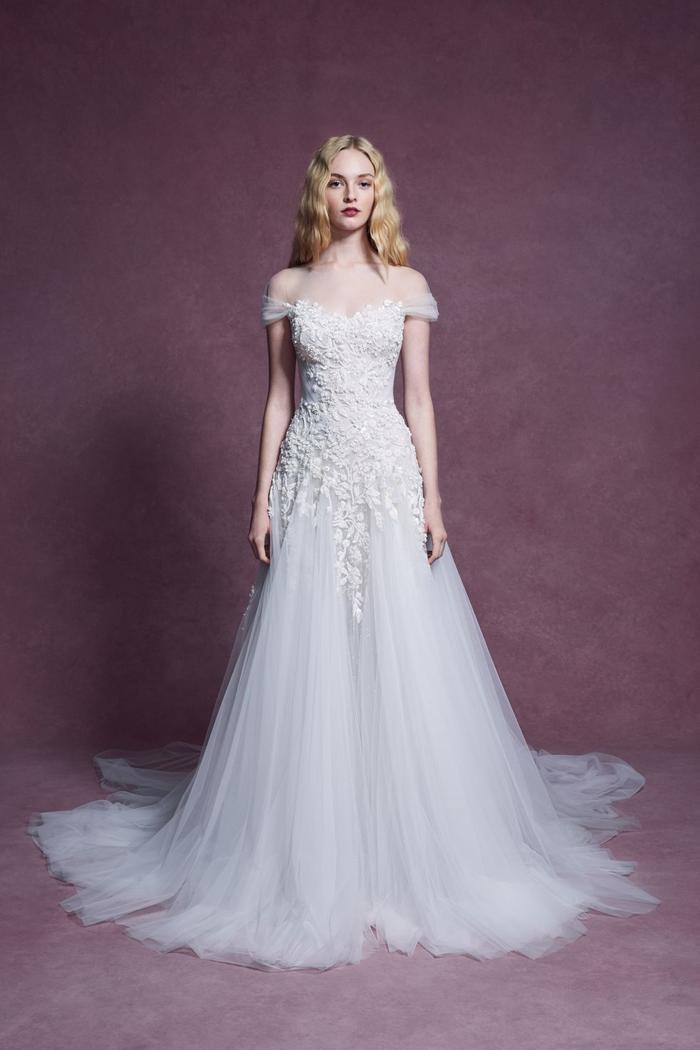 những mẫu váy cưới đẹp nhất trên sàn catwalk thu đông 2019, ai ngắm cũng mơ làm cô dâu ảnh 17