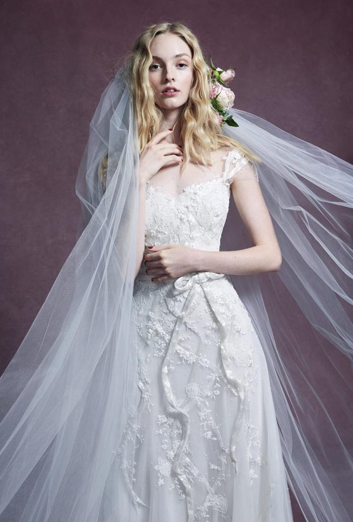 những mẫu váy cưới đẹp nhất trên sàn catwalk thu đông 2019, ai ngắm cũng mơ làm cô dâu ảnh 19